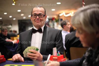 Hans Metselaar bridgegoeroe in Den Haag. Hij is door de bridgebond gevraagd om mee te denken over het imago van de sport - DEN HAAG 22 DECEMBER 2011 - FOTO NICO SCHOUTEN