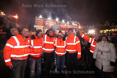 Loopgroepje uit Nieuwland komt aan bij glazen huis - LEIDEN 19 DECEMBER 2011 - FOTO NICO SCHOUTEN