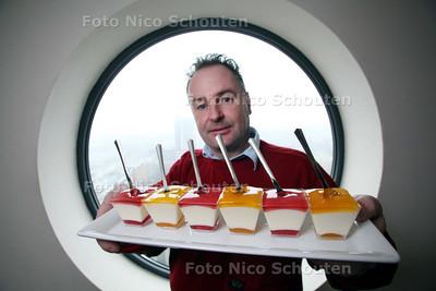 Stan Mertens (Bouwsteentjes) heeft een puddinkje (Easy-to-eat)ontwikkeld voor oa ziekenhuispatienten die ondervoed zijn of slikproblemen hebben. Het is ontzetten voedzaam en makkelijk weg te krijgen - ZOETERMEER 12 JANUARI 2011 - FOTO NICO SCHOUTEN