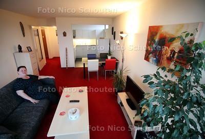 mevr Veenhoff in haar appartement op de Ivoorhorst - DEN HAAG 13 JANUARI 2011 - FOTO NICO SCHOUTEN