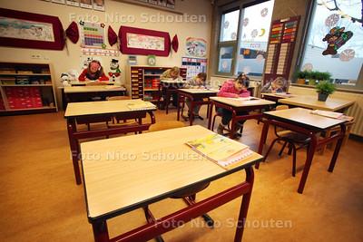 Lege tafeltjes bij bij klas 4A van basisschool 't Schrijverke door de griepgolf - ZOETERMEER 7 JANUARI 2011 - FOTO NICO SCHOUTEN