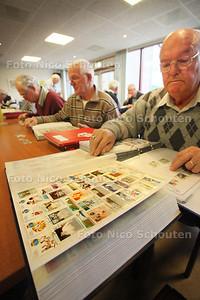 Postzegelbeurs in Chez Cesar - 5 FEBRUARI 2011 - FOTO NICO SCHOUTEN