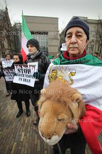 Demonsstratie tegen executie in Iran - DEN HAAG 1 FEBRUARI 2011 - FOTO NICO SCHOUTEN
