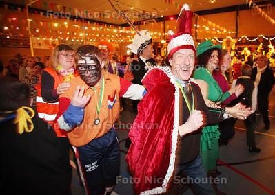 Kreesiebal, carnavalsfeest voor gehandicapten in Sporthal Overbosch - DEN HAAG 12 FEBRUARI 2011 - FOTO NICO SCHOUTEN