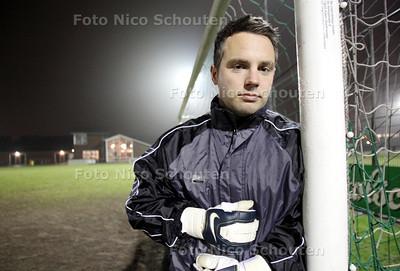 Voetbalkeeper Henk de Zeeuw van vc Wateringse Veld - DEN HAAG 1 FEBRUARI 2011 - FOTO NICO SCHOUTEN