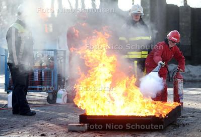 Maaike Hilkhuijsen - winnaar van het spel 'GAME JE UIT DE BRAND!' - wint een speciale BrandweerVIPdag, geheel verzorgd door Brandweer Haaglanden - RIJSWIJK 8 FEBRUARI 2011 - FOTO NICO SCHOUTEN
