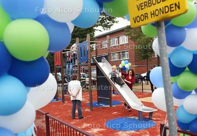 De speelplek op het Van Faukebergeplein is opgeknapt - VOORBURG 21 JULI 2011 - FOTO NICO SCHOUTEN
