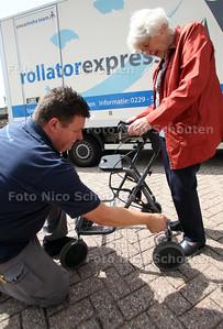 Rollatorkeuring bij de Gondelkade - DELFT 20 JULI 2011 - FOTO NICO SCHOUTEN