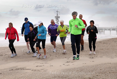 Running on the Beach, een looptraining van de firma Zier Running - DEN HAAG 18 JUNI 2011 - FOTO NICO SCHOUTEN