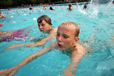 Zwemvierdaagse in zwembad het Keerpunt - ZOETERMEER 7 JUNI 2011 - FOTO NICO SCHOUTEN