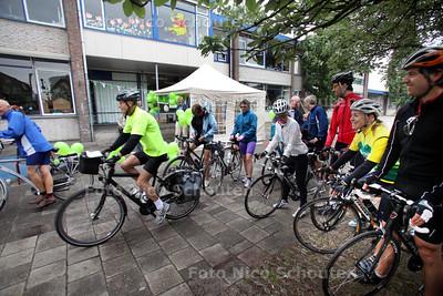 Start Omloop van het Groene Hart op het schoolplein van De Vuurtoren - ZOETERMEER 13 JUNI 2011 - FOTO NICO SCHOUTEN