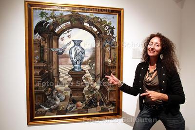 """Sonja van der Heijden in Museum Het Prinsenhof - """"I never promised you a rosegarden"""" - DELFT 9 JUNI 2011 - FOTO NICO SCHOUTEN"""