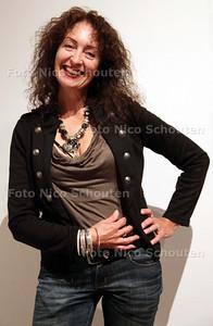 Kunstenaar Sonja van der Heijden in Museum Het Prinsenhof - DELFT 9 JUNI 2011 - FOTO NICO SCHOUTEN