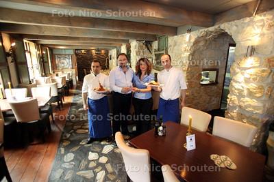 Grieks restaurant Parthenon voor de Pollepel. vlnr sous chef Nikos, eigenaren Sakis en Maria, Chef kok Chris - ZOETERMEER 7 JULI 2011 - FOTO NICO SCHOUTEN