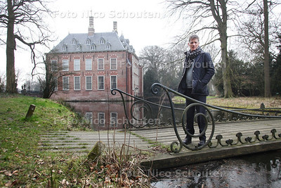landschapsarchitect Michael van Gessel in de tuin van kasteel Duivenvoorde die wordt aangepakt - VOORSCHOTEN 14 MAART 2011 - FOTO NICO SCHOUTEN