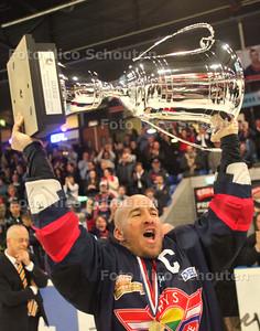 Ijshocky; Hys-Tilburg; Hys landskampioen - DEN HAAG 25 MAART  2011 - FOTO NICO SCHOUTEN