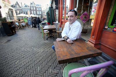 Marcel Bakker van La Cantina op de Markt wil ook een terras- DELFT 19 MAART 2011 - FOTO NICO SCHOUTEN