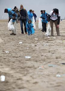 Rise Above Plastics; Programma Scone Stranden Scheveningen - DEN HAAG 26 MAART 2011 - FOTO NICO SCHOUTEN