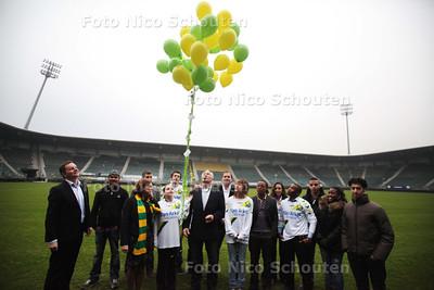 Start campagne met jongeren als voorbeeldkids in het ADO stadion met prominenten als minister van onderwijs Marja van Bijsterveldt, Dick Jol en Edgar Davids - DEN HAAG  2011 - FOTO NICO SCHOUTEN
