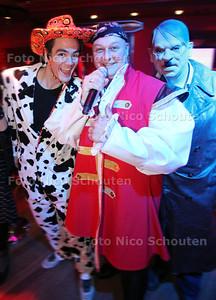 Fout Carnaval in Sir Winston - John Madly was een van de artiesten - RIJSWIJK 4 MAART 2011 - FOTO NICO SCHOUTEN