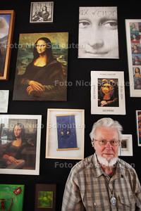 Rob Kooyman toont in het Stadsmuseum zijn Mona Lisa-collectie - ZOETERMEER 15 MAART 2011 - FOTO NICO SCHOUTEN