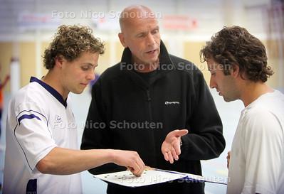 Carel van Esch, handbal-trainer van Hercules heren 1 - DEN HAAG 3 MEI 2011 - FOTO NICO SCHOUTEN