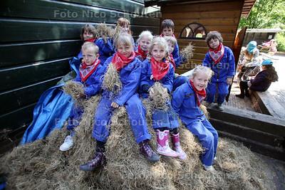 Dagje Stadsboerderij voor kinderen op Stadsboerderij het Buitenbeest - ZOETERMEER 2 MEI 2011 - FOTO NICO SCHOUTEN