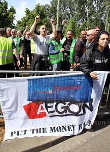 Demonstratie havenarbeiders tegen EAGON pensioen beheer - DEN HAAG 12 MEI 2011 - FOTO NICO SCHOUTEN