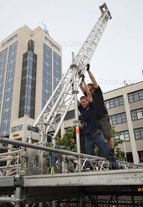 Afbreken podium 5 mei bevrijdingsfeest op de Markt -  ZOETERMEER 6 MEI 2011 - FOTO NICO SCHOUTEN