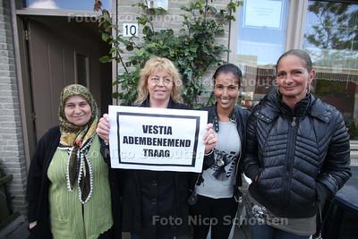 Bewoners van de Rudolf van Brammenstraat zijn nog steeds niet blij met Vestia na 7 jaar vechten om het ventilatiesysteem in hun huizen - DEN HAAG 4 MEI 2011 - FOTO NICO SCHOUTEN