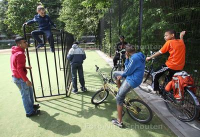 Leidschendamse (Hang) jeugd wil een buurthuis - LEIDSCHENDAM 5 MEI 2011 - FOTO NICO SCHOUTEN