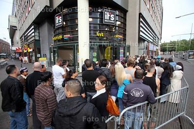 Faillissementsverkoop elektronicawinkel it's - DEN HAAG 7 MEI 2011 - FOTO NICO SCHOUTEN