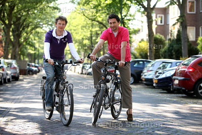Reinier van Dieren (l) en Mark van Rijmenam gaan 14.000 km fietsen in australië voor Kika - RIJSWIJK 3 MEI 2011 - FOTO NICO SCHOUTEN