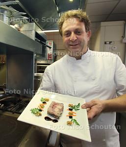 Chef-kok Jean-Marc Roussau van bistro Roussau in het Statenkwartier heeft al 3 of 4 jaar een zogeheten Bib-Gourmand vermelding - DEN HAAG 8 NOVEMBER 2011 - FOTO NICO SCHOUTEN