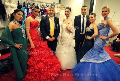 turkse familie yildiz opent een bruidszaak en een juwelierszaak - DEN HAAG 26 NOVEMBER 2011 - FOTO NICO SCHOUTEN