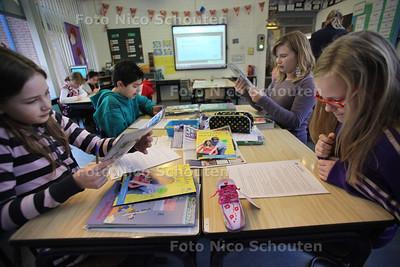 Medialessen in groep 7 van de Annie MG Schmidtschool - ZOETERMEER 21 NOVEMBER 2011 - FOTO NICO SCHOUTEN