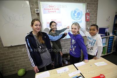 Unicef spreekbeurt door leerlingen: Anique, Cindy, Maartje en Giles van obs ´t Plankier - ZOETERMEER 17 NO9VEMBER 2011 - FOTO NICO SCHOUTEN