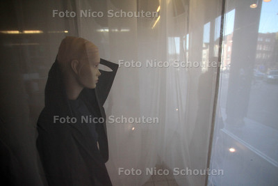 Haagse ontwerpers vertonen hun kunsten in creatief warenhuis Hoop. Doolhof - DEN HAAG 10 NOVEMBER 2011 - FOTO NICO SCHOUTEN