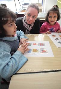 Prins Bernhardschool heeft een speciale schakelklas voor kinderen bij wie de Nederlandse taal niet vanzelf op niveau ontwikkeld is. ZOETERMEER 16 NOVEMBER 2011 - FOTO NICO SCHOUTEN