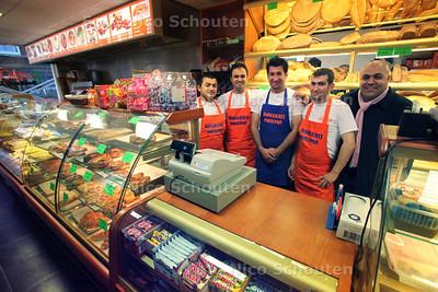 Bakkerij Maxima op de Pr Hendrikstraat opent weer nadat de zaak in mei volledig af is gefikt - DEN HAAG 25 NOVEMBER 2011 - FOTO NICO SCHOUTEN