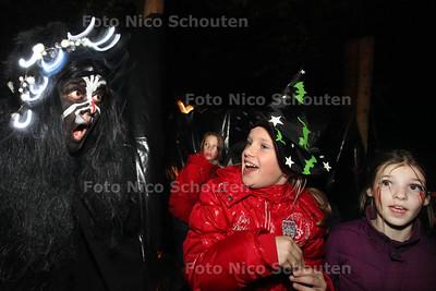 Halloween-spooktocht bij stadsboerderij De Balijhoeve - ZOETERMEER 31 OKTOBER 2011 - FOTO NICO SCHOUTEN