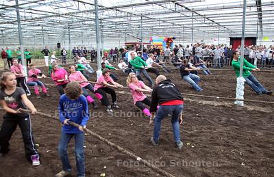 Touwtrekken in de kas - MONSTER 29 OKTOBER 2011 - FOTO NICO SCHOUTEN