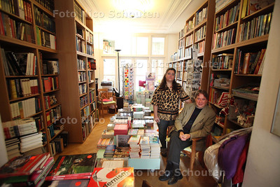 De huiskamerboekhandel van Peter Groenewoud - DEN HAAG 13 SEPTEMBER 2011 - FOTO NICO SCHOUTEN