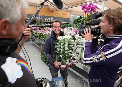 Opnamen tuincentrum voor Rob Verlindens tv-programma 'Robs grote tuinverbouwing' - S'GRAVENZANDE 12 SEPTEMBER 2011 - FOTO NICO SCHOUTEN