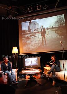 Schrijver Kluun (R) wordt ondervraagd in Writers Unplugged in de Boerderij. Hij praat over zijn muzikale voorkeuren - ZOETERMEER 7 SEPTEMBER 2011 - FOTO NICO SCHOUTEN