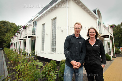 """Koen en Inge van der Burg bij hun nieuwe hotel """"de Sniep"""" - ZOETERMEER 6 SEPTEMBER 2011 - FOTO NICO SCHOUTEN"""