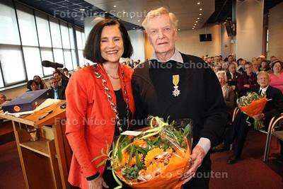 Uitreiking van de koninklijke onderscheiding aan de heer J.C. Nederpelt door burgemeester Ineke van der Wel tot Ridder in Orde van Oranje Nassau - RIJSWIJK 27 APRIL 2012 - FOTO NICO SCHOUTEN