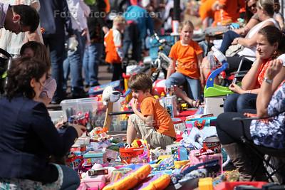 Koninginnedag - Vrijmarkt in de wijk De Strijp - RIJSWIJK 30 APRIL 2012 - FOTO NICO SCHOUTEN