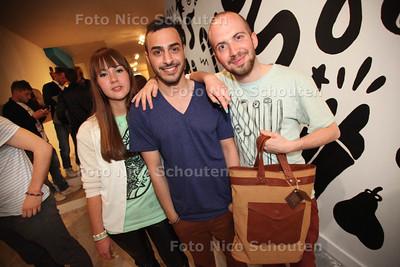 De Delftse mode-ontwerper Bilal Al Mashta (m) opent de eerste winkel van zijn kledingmerk Guy Vernes - DELFT 27 APRIL 2012 - FOTO NICO SCHOUTEN