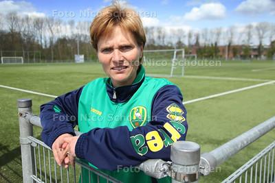 Trainer Sarina Wiegman van Ado Den Haag vrouwen - VOORBURG 23 APRIL 2012 - FOTO NICO SCHOUTEN